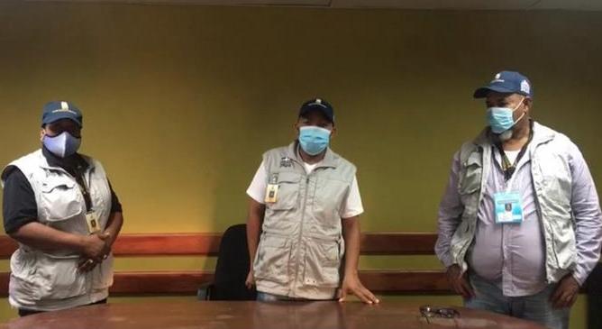 Denuncian dos encapuchados robaron valija al presidente y al secretario de un colegio electoral en Barahona