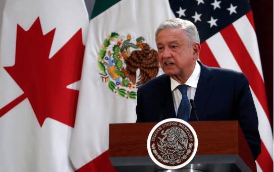 Inimaginable viaje de López Obrador en avión comercial a EEUU, según senador
