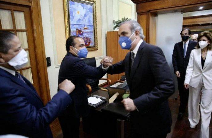 Sale positivo al Covid-19 el asistente de Danilo que recibió a Luis en Palacio