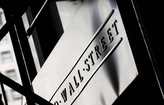 Wall Street cae tras resultados de McDonald's y a la espera de los de las tecnológicas