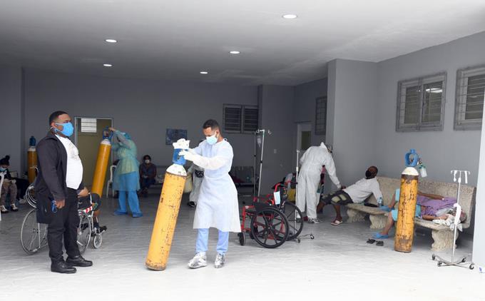 Se llenaron las camas; Hospitales de la Capital y Santiago agotan disponibilidad