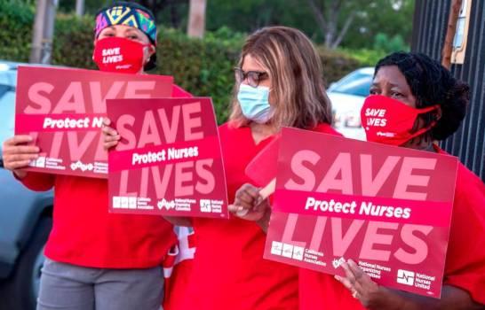 Enfermeras protestan en Miami por desprotección, carga laboral e injusticia