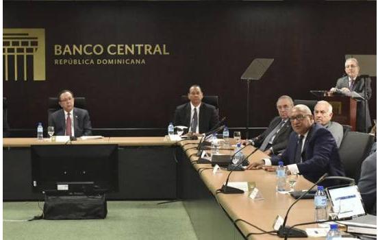 Los cinco miembros de la Junta Monetaria que no podrán ser sustituidos hasta octubre