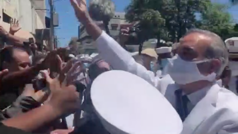 «Que caigan todos presos», con este grito recibieron a Luis Abinader en el Parque Independencia