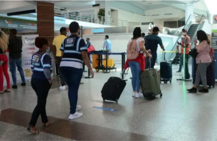 Reanudan pruebas covid-19 a pasajeros llegan por el AILA