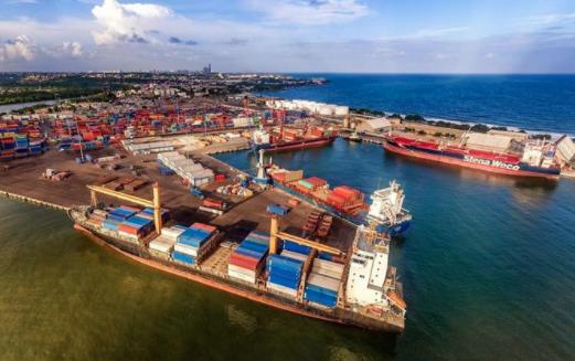 Abinader destituye 24 subdirectores de Autoridad Portuaria Dominicana