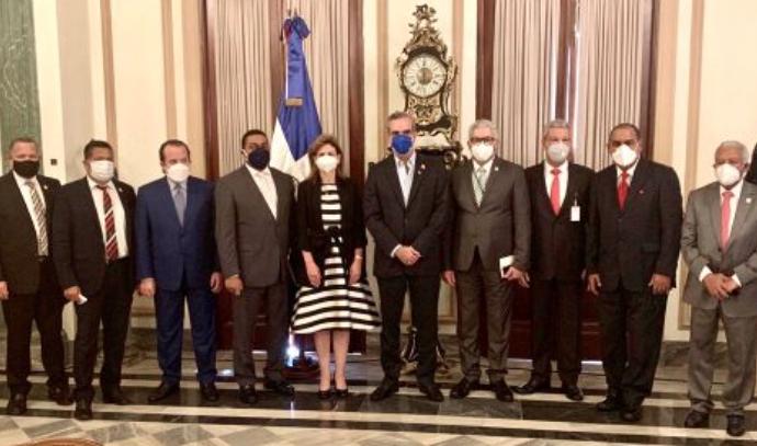 El presidente Abinader anuncia que la Contraloría empezará a auditar la gestión anterior