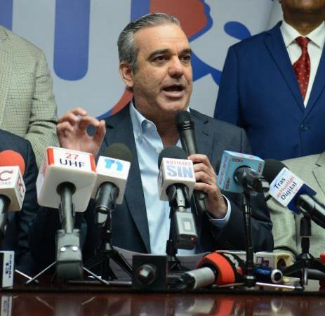 Abinader asegura ahorros del Gobierno permitirán al 100% de dominicanos tener seguro de salud en diciembre