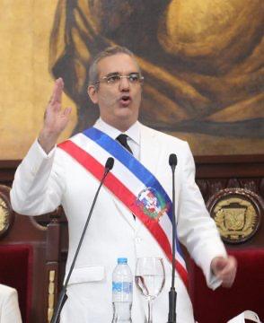 Nuevos decretos: Abinader designa nuevo director de Intrant y ratifica al del 911