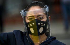 "Pandemia causó inédita ""crisis de salud mental"" y ""alza de la violencia doméstica"", dice OPS"