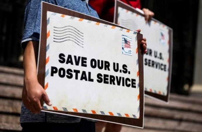 Mayoría en Florida cree que Trump busca dañar a propósito el Servicio Postal