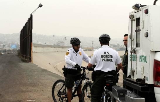 Trump dice que México pagará por el muro con 'peaje' fronterizo a vehículos