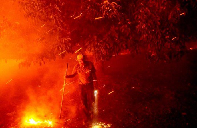 Evacuaciones en California debido a incendios forestales