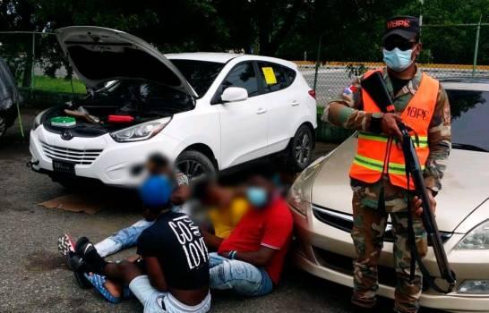 Patrulla de Asistencia Vial acude a ayudar yipeta averiada y la halla con droga
