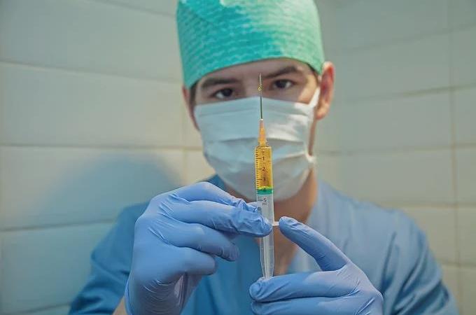 OMS espera una vacunación generalizada contra el covid para mediados de 2021