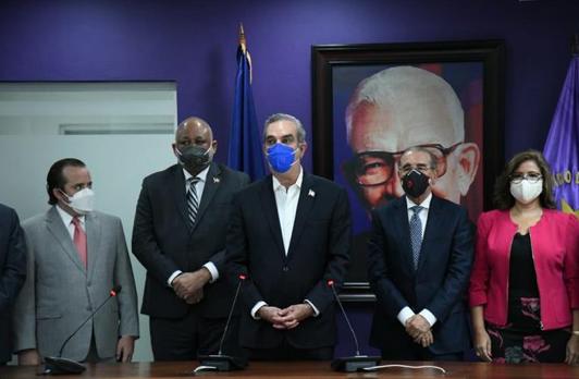 Reunión entre Luis Abinader y Danilo Medina concluye una hora y media después