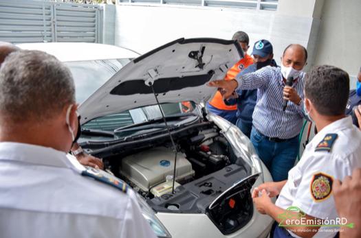 Zero EmisiónRD capacita en movilidad eléctrica a Cuerpos de Bomberos