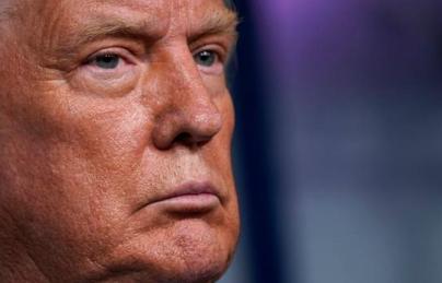 """Trump calificó de """"estúpidos"""" a los latinos, según un libro de su exabogado"""