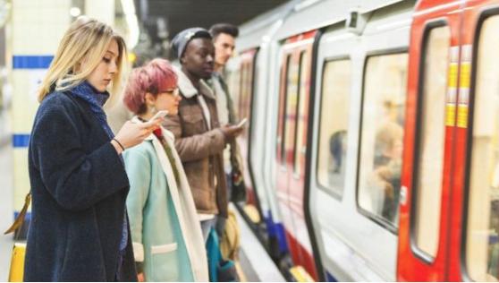Lo qué puedes hacer para reducir el riesgo de contraer covid-19 cuando viajas en transporte público