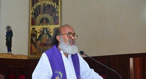 Sacerdote de SFM critica postura de Sergio Vargas