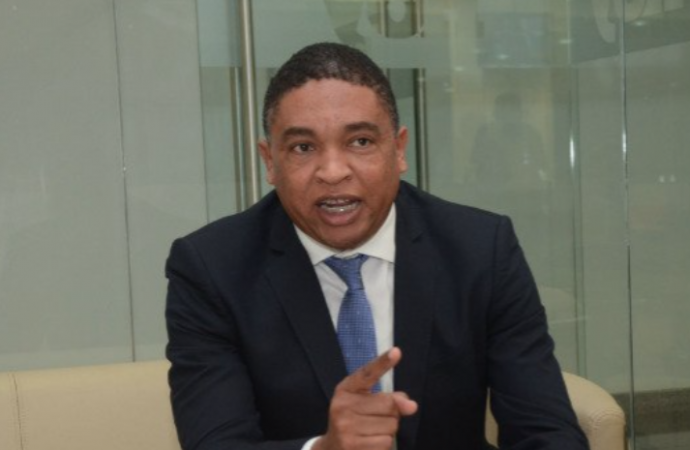 Senador cuestiona rol de oficina CC responsable comprobar veracidad declaración jurada de bienes