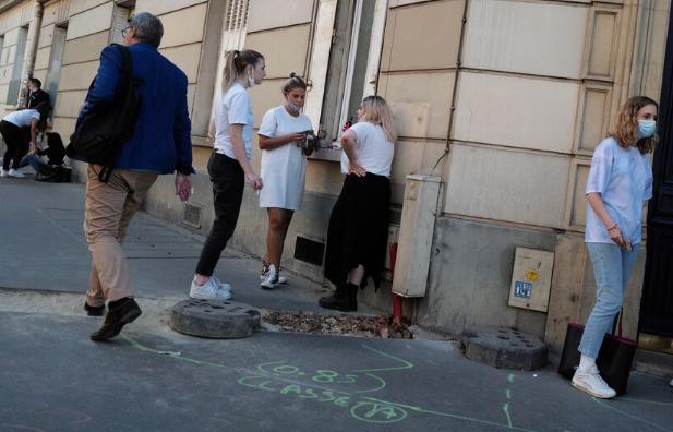Francia establece nuevo récord de casos de COVID-19 en un día