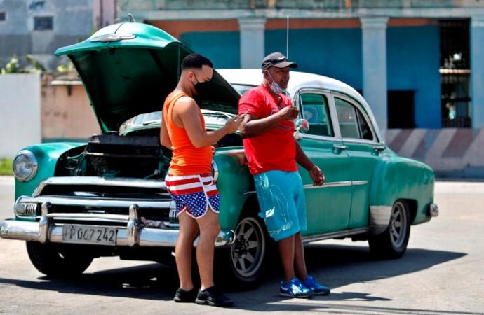La Habana inicia toque de queda para combatir un rebrote de COVID-19