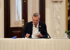 """Gobierno de Abinader: Las críticas y """"tropiezos"""" a menos de un mes"""