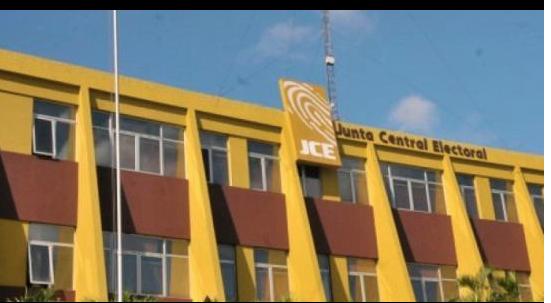 Propuesta de Abinader de independientes en JCE gana apoyo