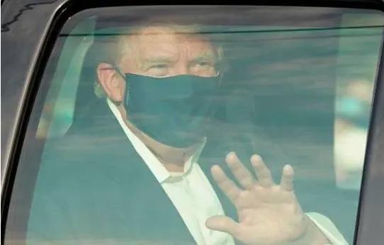 La sorpresiva y criticada salida de Trump del hospital para saludar a sus seguidores