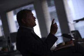 Ecuador pide a Interpol extraditar a expresidente Correa