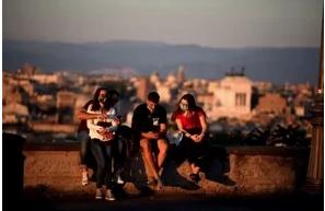 El covid pasa factura al romance en París, la capital del amor