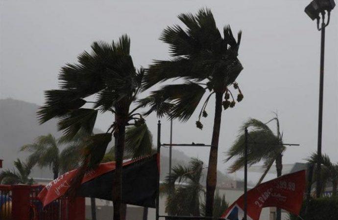Alerta de tormenta en el Caribe; huracán Epsilon deja oleajes al norte