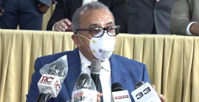Ministro de Salud recibe el alta médica tras casi una semana interno por Covid-19
