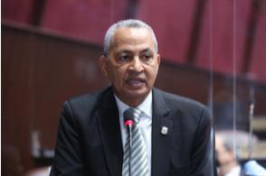 """Vocero de Alianza País dice legisladores deben renunciar a """"privilegios excesivos"""" y revisar los recibidos por sectores empresariales"""
